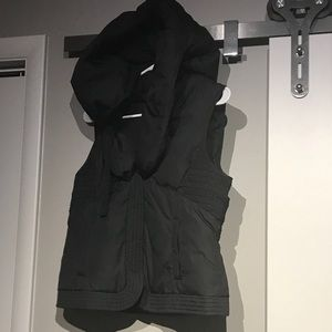 Elie Tahari Puffer hooded vest (S) black